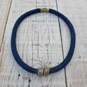 collar corto de cordón