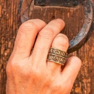 anillo de latón